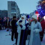 1 січня шосткинці продовжили гуляння в компанії Діда Мороза та Снігуроньки під головною ялинкою міста