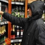 В поисках экстрима 17-летний парень похищал с полок шосткинского супермаркета дорогой алкоголь