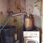Полицейские застали  жительницу Шостки за производством самогона  (фото)
