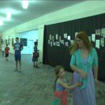 В Шосткинському Арт Центрі відкрилася виставка картин, написаних за методикою правопівкульного малювання (Відео)