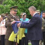 Прапор, що два роки був на нинішній війні передали громаді Шостки