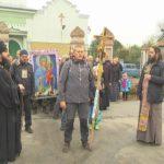 Більше сотні шосткинських вірян вирушили хресною ходою до Софронієво-Молченської пустені (сюжет)