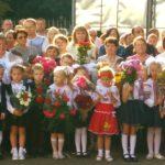 В День знань за парти школи-ліцею сіли 89 першокласників (сюжет)