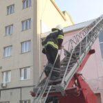 Рятувальники ліквідовували загоряння в одному з готелів Шостки (сюжет)