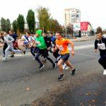 Біля коледжу Івана Кожедуба стартував традиційний легкоатлечитний крос (сюжет)