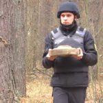 Шукали гриби, а знайшли міни – у Шосткинському районі піротехніки знешкодили два боєприпаси (сюжет)