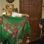 Наталія Пундор розповіла про свій скарб – колекцію українських хусток та провела майстер-клас по їх зав'язуванню (сюжет)