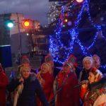 Фестиваль глінтвейну, розваги, веселі спортивні змагання, конкурси, дискотека і феєрверк – Шостка відсвяткувала прихід Нового року (сюжет)