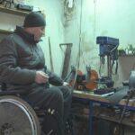 Шосткинець у власному гаражі облаштував соціальну майстерню (сюжет)