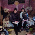 У Шостці поліцейські оперативно повернули в родину заблукалого 4-річного малюка (ФОТО)