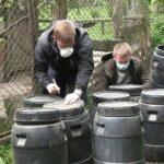 Скільки років за гратами загрожує двом чоловікам, які викрали бочки з-під небезпечної речовини з території Ковтунівської сільської ради