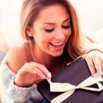 Лучшие советы и идея, как можно выбрать подарок для девушки